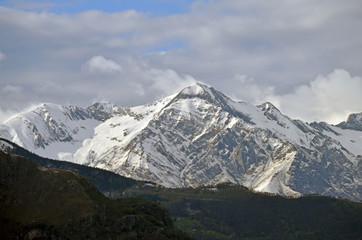 Vista de los Alpes desde el Lago di Como. Italia