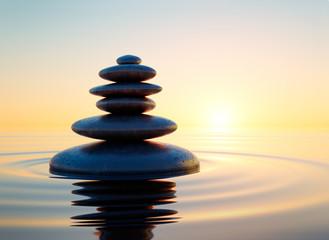 Steinturm im Ozean