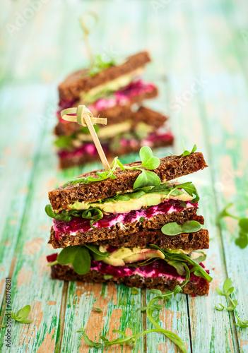 "beet,avocado and arugula sandwich"" Imagens e fotos de stock Royalty ..."