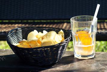 Snack di patatine e bevanda