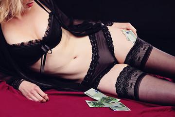 prostituée comptant son argent