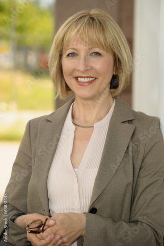 canvas print picture Portrait einer Geschäftsfrau im mittleren Alter