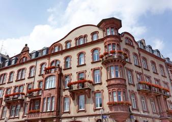 Immeuble ancien en coin de rue. Metz, France