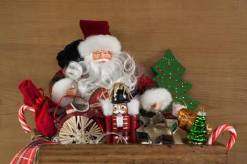 Santa Claus mit Weihnachtsgeschenke als Gutschein Weihnachten