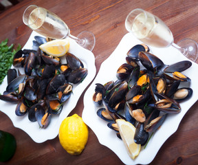 Mussels cooked in vine