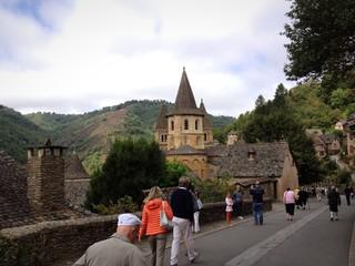 turisti all'Abbazia di Conques - Francia