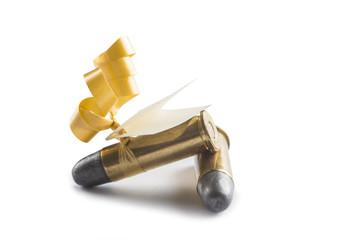 Balas de revolver adornadas para regalo con tarjeta