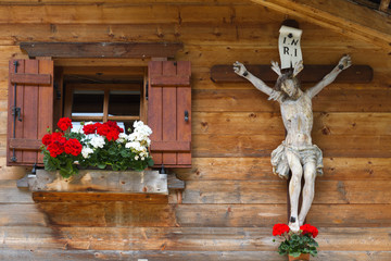 Kruzifix in den Alpen