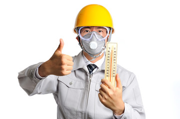 温度計を持っている作業服の男性