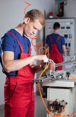 Laborer repairing machine