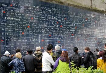 Стена Монмартр в Париже. (Wall of Love)