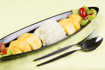 Ripe mango and sticky rice