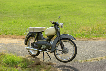 altes restauriertes moped
