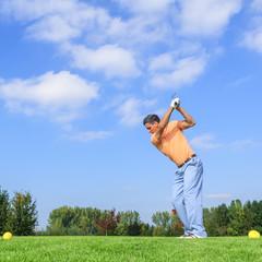 Abschlag beim Golf