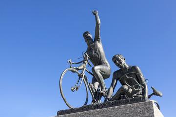 Monumento ai cilisti