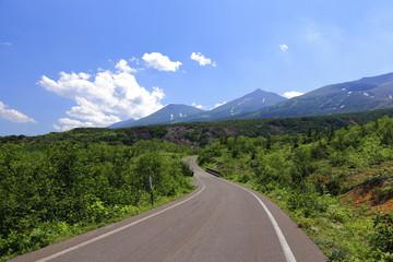 十勝岳温泉への道