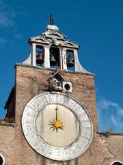 campanile e orologio alla Chiesa di San Giacomo a Rialto Venezia