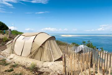 Camping vacances et ciel bleu