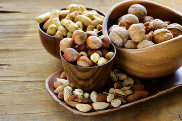 different kinds of nuts (almonds, walnuts, hazelnuts, peanuts)