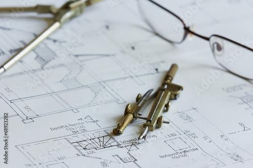 canvas print picture Architekturzeichnung mit Zeichenutensilien und Brille