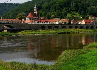 Dorf an der Elbe bei Decin