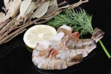 Fresh tasty prawns with lemon, bay leaves and dill