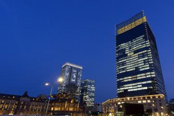 東京駅夜景と丸の内高層ビル街-703