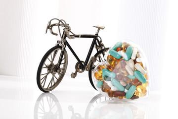 Rennrad und Pillen
