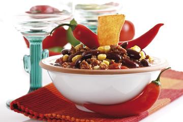 Chili con Carne mit Tortilla -Chips auf Platte