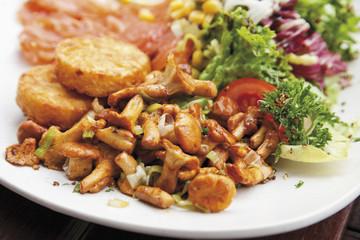 Geräucherter Lachs mit Kartoffelplätzchen