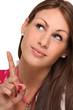 Frau zeigt mit Finger nach oben