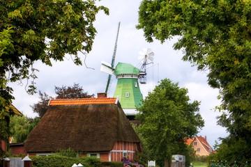Windmill und Bauernhaus im Alten Land