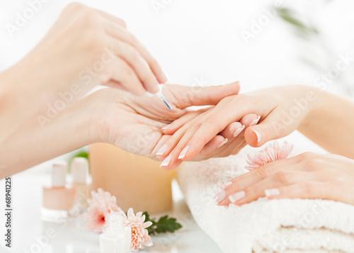 Manicure - 68941225