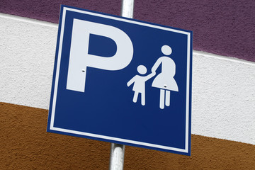 Schild Mutter-Kind-Parkplatz