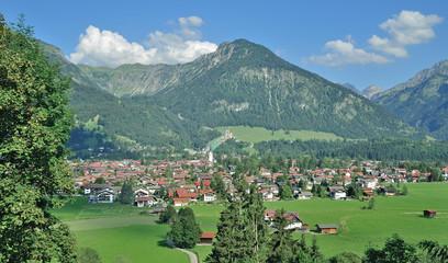 der beliebte Urlaubsort Oberstdorf im Allgäu in Bayern