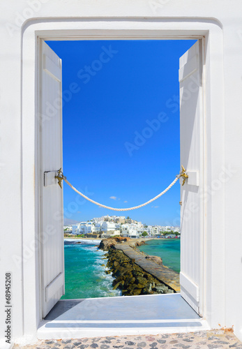 Fototapeta Door into beauty of Greece - Naxos chora