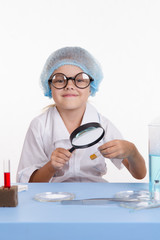 Learner identifies the powder under a magnifying glass