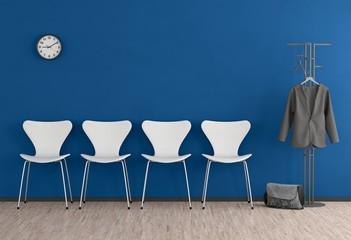 Warten - Blaue Wand