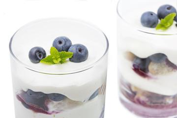 Heidelbeer-Mascarpone Dessert im Glas