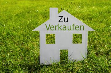 Haus auf Wiese mit Zu verkaufen