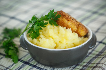 mashed potatoes with fried cutlet