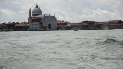 canal grande di venezia visto da un vaporetto