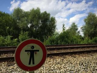 Kein Fußgängerüberweg an Schienentrasse