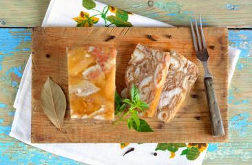 Stewed pork skins.