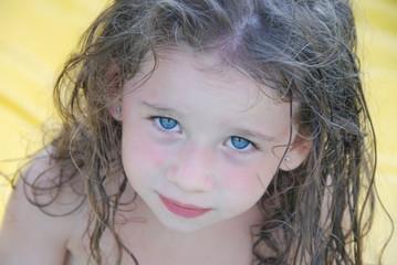 bella bimba occhi azzurri
