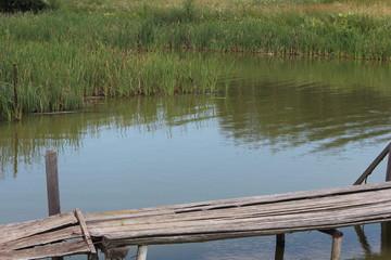 Мостик через водоем