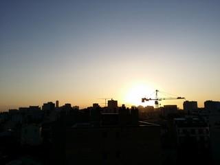 Aurore avec vue sur les toits