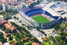 Największy stadion w Barcelonie z helikoptera. Katalonia