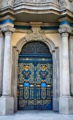 portal door with columns
