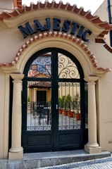 Eingang zum Gartencafe Majestic in Porto